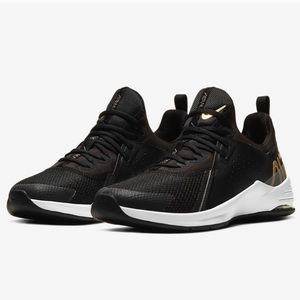 NEW Nike Sneakers - Size 8